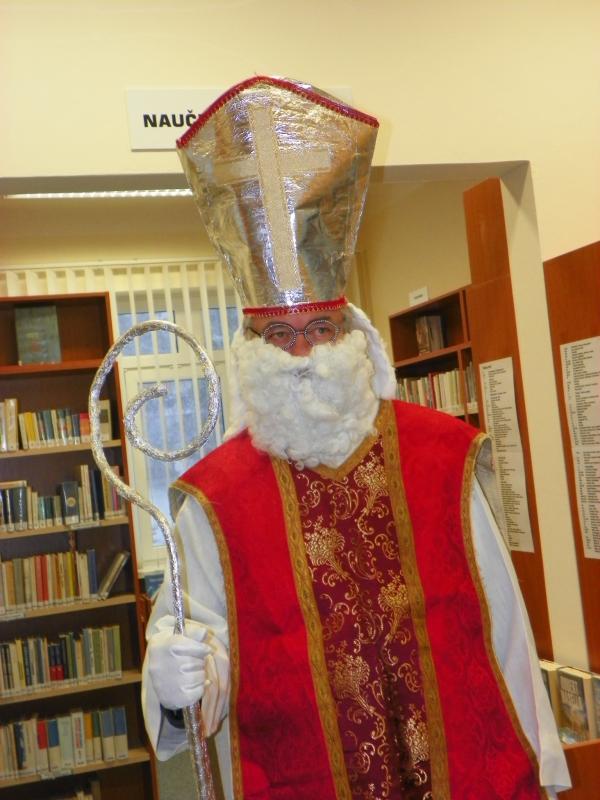 Mikuláš v knihovně, obrázek se otevře v novém okně